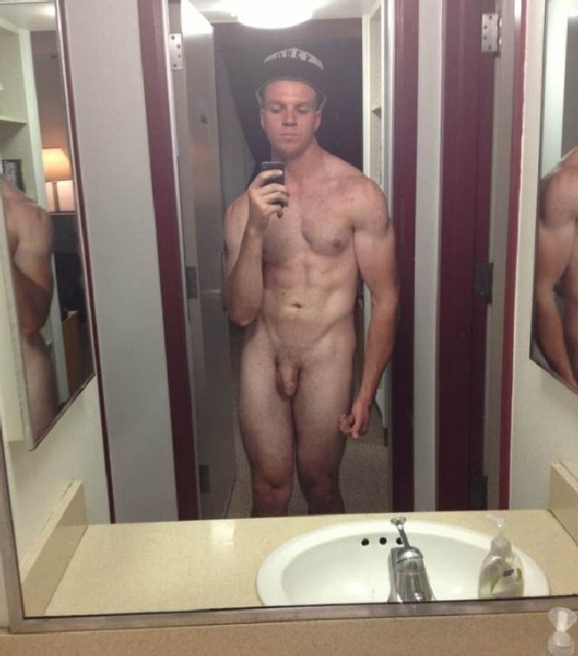 Sexy Nude Muscle Boy